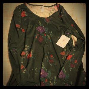 Gorgeous hunter green floral medium lynnae shirt